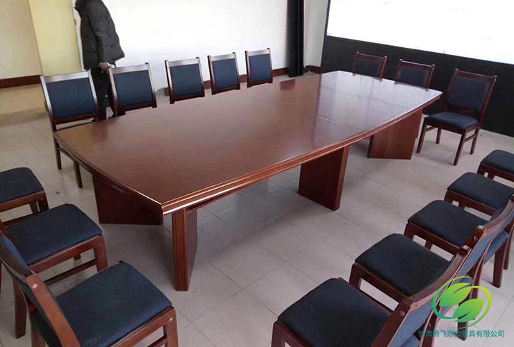 红油漆办公桌椅